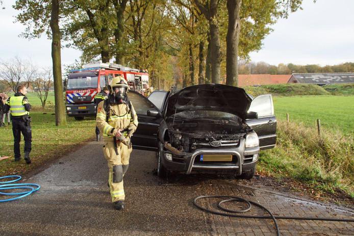 De brand heeft de terreinwagen in Beltrum flink beschadigd.