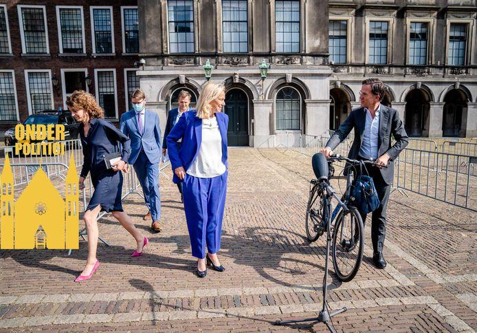 Sigrid Kaag (D66) en Mark Rutte (VVD) na afloop van hun gesprek met informateur Mariette Hamer