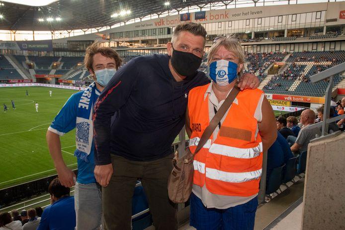 Steward Dorine heeft het contact met de supporters gemist.