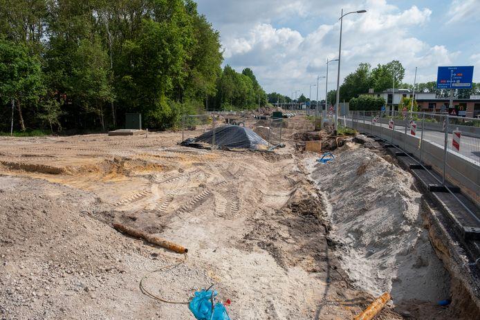 De grond onder de N794 bij Heerde blijkt verontreinigd te zijn. Zo is er onder meer asbest aangetroffen.