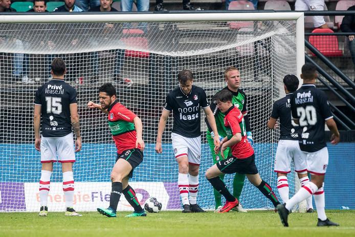 NEC viert een doelpunt tegen FC Emmen.