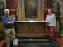 René Van den Braembussche (78) en Leen De Waele (77) gingen samen aan de slag om de houten pieta van Bergé van de ondergang te redden.