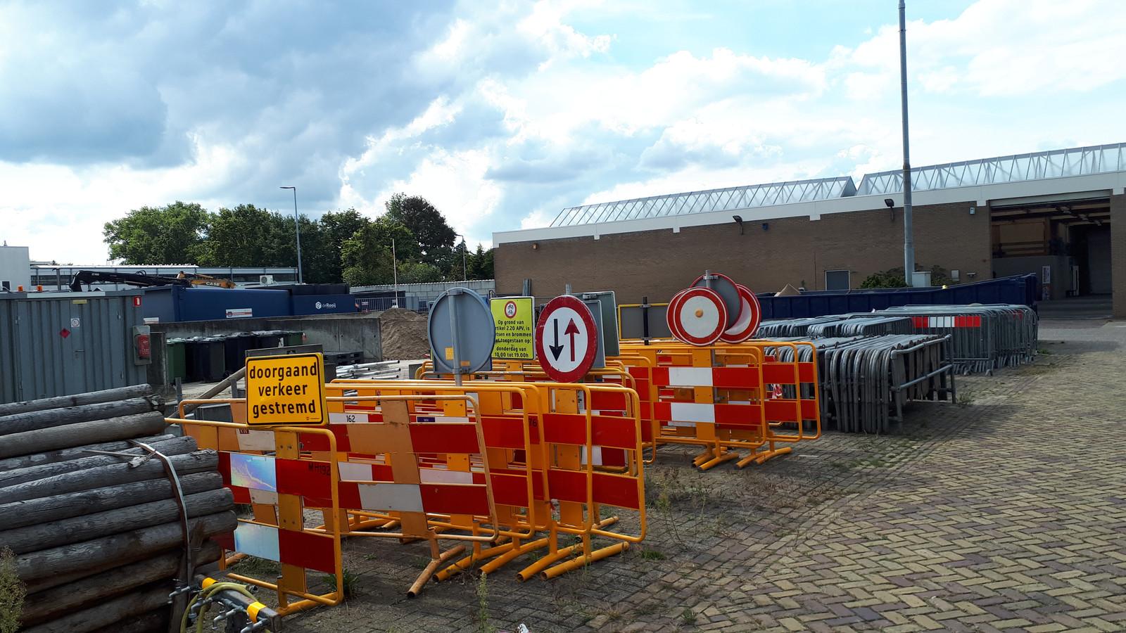Opslag van materiaal op de gemeentewerf in Kruisstraat.
