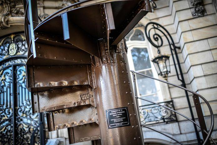 Het bewuste traponderdeel van de Eiffeltoren, opgesteld voor veilinghuis Artcurial in Parijs.