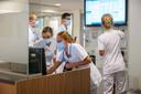 Het zenuwcentrum van de spoedeisende hulp in Bergen op Zoom. Het 'Schiphol-bord' vermeldt welke patiënt zich waar bevindt en wat er moet gebeuren.