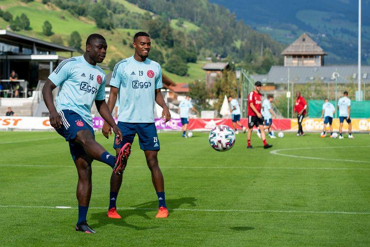 Brian Brobbey en Ryan Gravenberch tijdens het zomerse trainingskamp in Oostenrijk. Beeld Jasper Ruhe/Ajax Photo