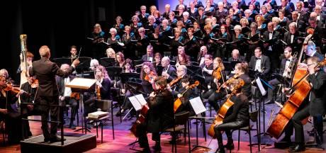 'Alle Menschen werden Brüder' uit kelen van drie koren op podium Lievekamp