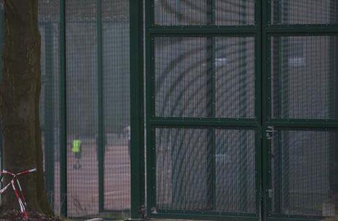 La justice de Louvain dispose d'indices selon lesquels les autorités ont payé jusqu'à trois fois trop pour la construction du centre fermé pour jeunes délinquants à Everberg.
