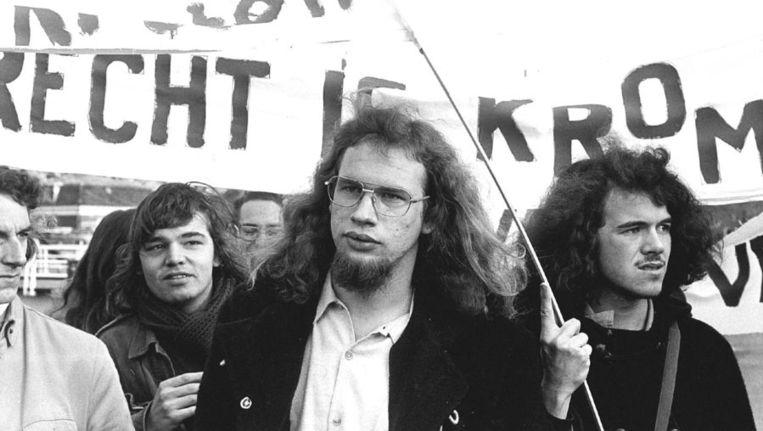 1973. Dienstweigeraar Kees Vellekoop (midden) tijdens een demonstratie voor de erkenning van gewetensbezwaren als weigeringsgrond. Beeld anp