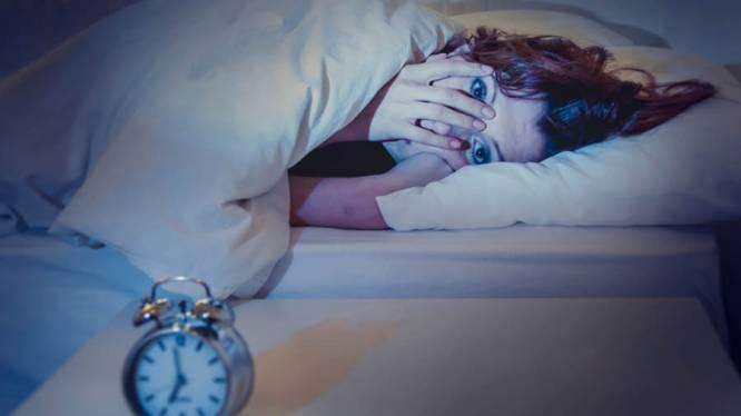 Deze (schijnbaar) onschuldige gewoonten verstoren ook je slaap