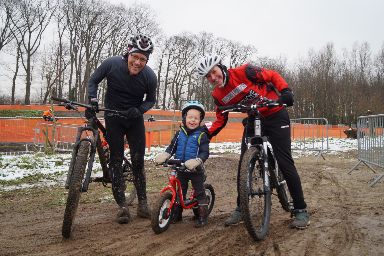Brecht Vervaeke en Lies Huyghe samen met zoontje Lowie.