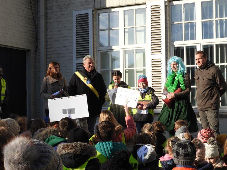 Schepen Willy Hosten (WIT) ontving de actievoerders op de Markt