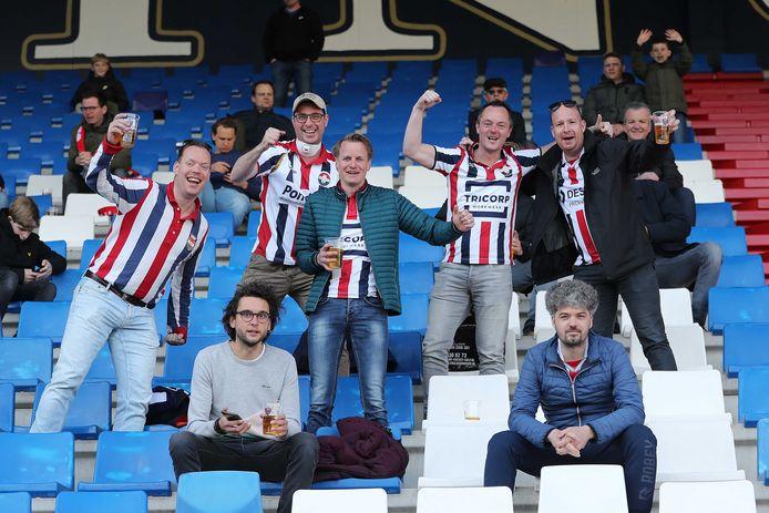Fans van Willem II in het stadion.