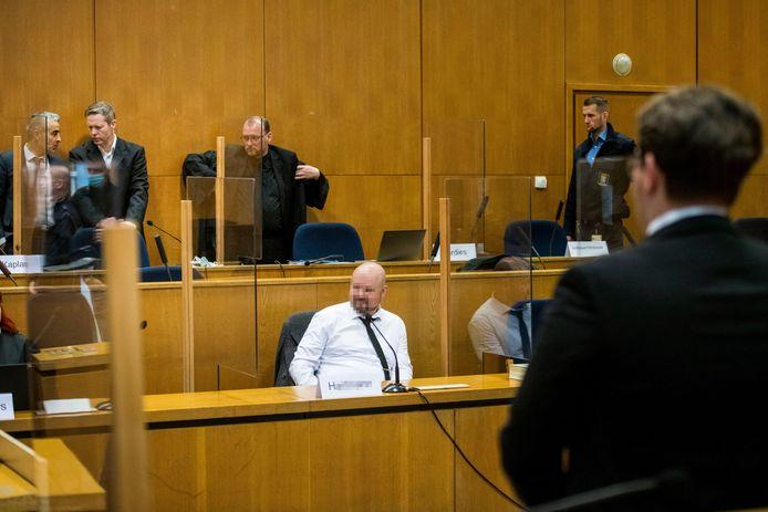 Medeverdachte Markus Hartmann (m). Zijn gezicht is geblurd omdat de rechtbank beval dat hij onherkenbaar moet blijven.