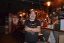 Uitbater Filip De Vriendt in het huidige café Gonzo in de Geraardsbergsestraat in Ninove.