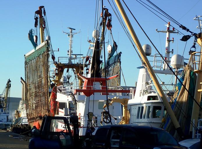 Pulskotter in de haven van Vlissingen.