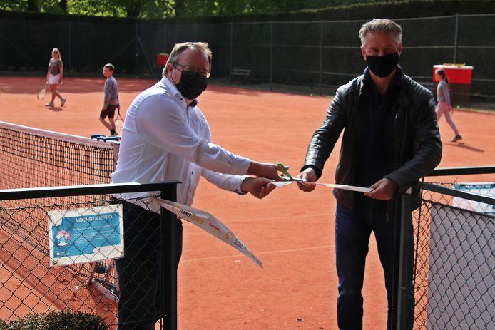 Burgemeester T'Sijen en sportschepen Goyvaerts kwamen er deze week de lintjes knippen.