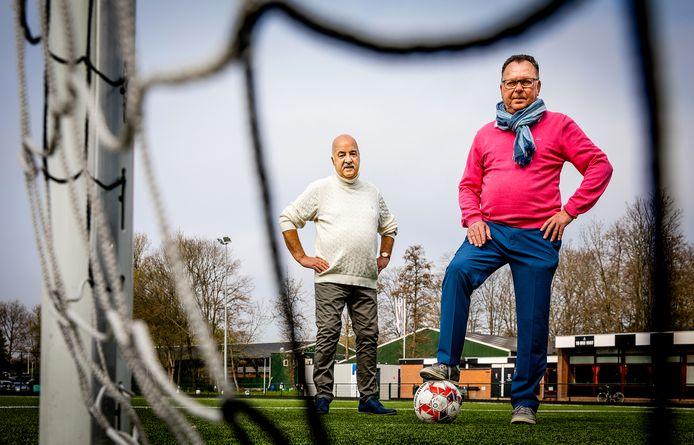 Rinus Eijkels (met bal) en Frans van den Berge willen dat voetbalvereniging Steeds Hooger blijft. ,,Wat de club voor mij betekent? Alles'', zegt Van den Berg.