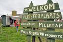 Koop eens een voorraadje biologische melk op het platteland, zoals op de foto aan de Groenwegh in Hoogmade.