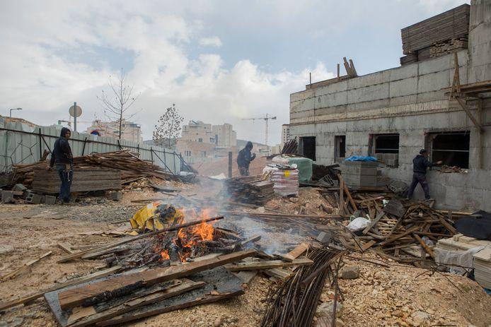 Arbeiders op een werf in de wijk Har Homa.