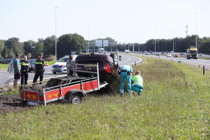 De auto sloeg over de kop