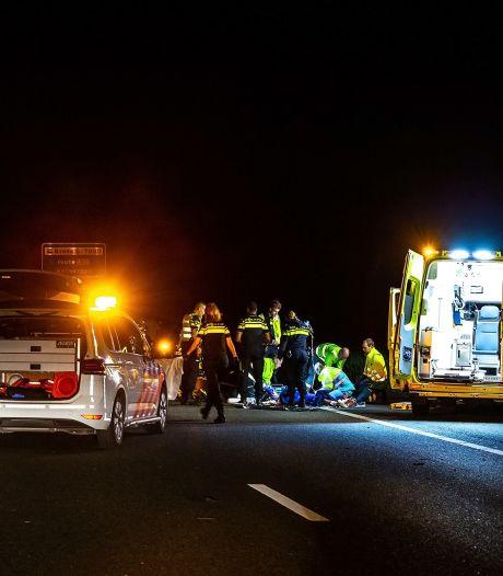 Jongen (16) in levensgevaar na ernstige aanrijding op A27 bij Bavel: 'Hij fietste over vluchtstrook'