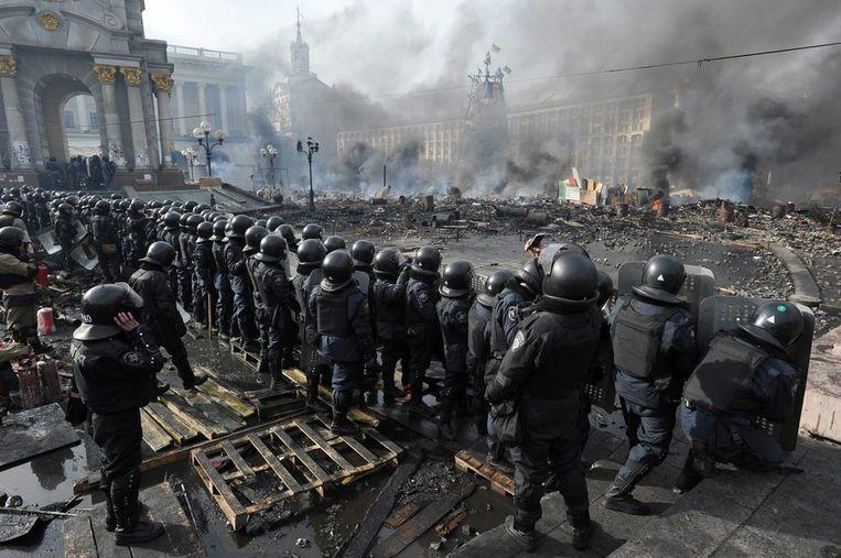 Politie staat op het Onafhankelijkheidsplein. Beeld epa