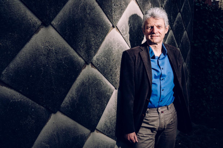 Wim Van den Broeck: 'Naar school kunnen gaan, is heel belangrijk. En dan heb ik het niet enkel over het leren. Naar school gaan zorgt ook voor regelmaat, het structureert hun tijd.' Beeld © Stefaan Temmerman