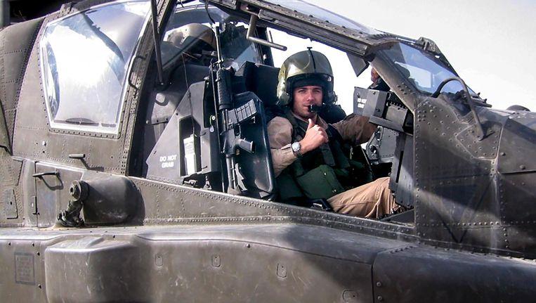 Roy de Ruiter in een Apache-gevechtshelikopter in Afghanistan. Beeld Ministerie van Defensie
