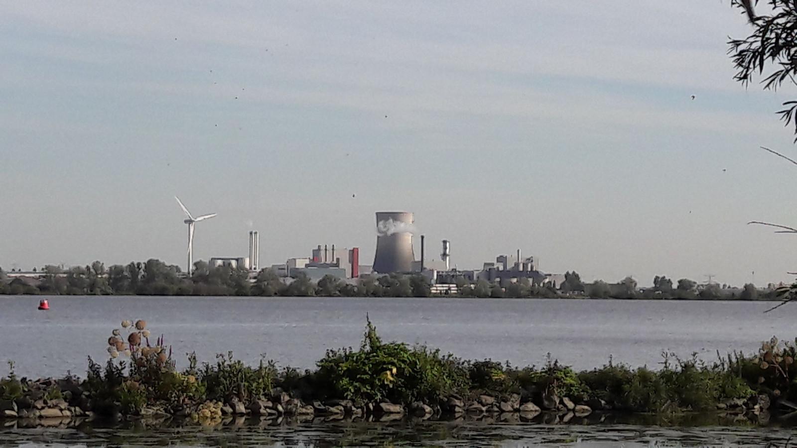 Industrieterrein Moerdijk (gezien vanuit Strijensas).