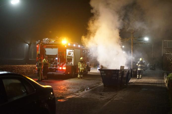 Op de 38e straat stond een bouwcontainer in de brand.