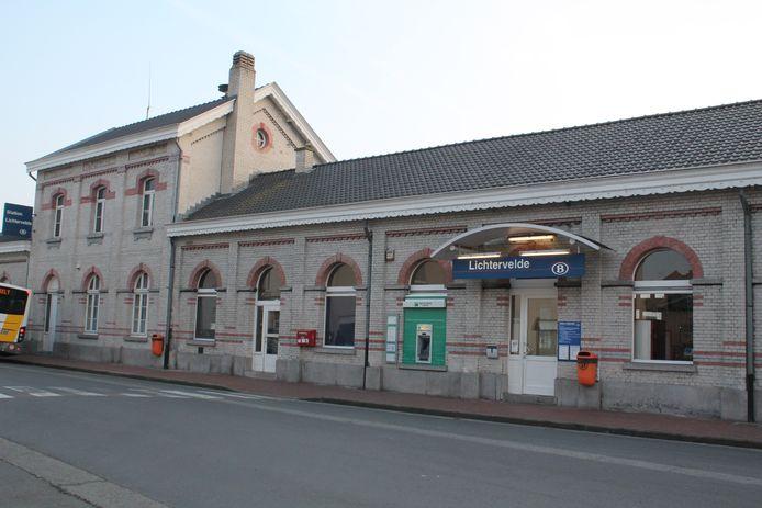 Volgens de NMBS blijft het station van Lichtervelde wel degelijk bemand