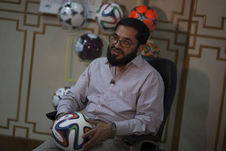 Khawaja Masood Akhtar, de CEO van Forward Sports, het bedrijf dat de officiële WK-ballen produceert. Beeld null