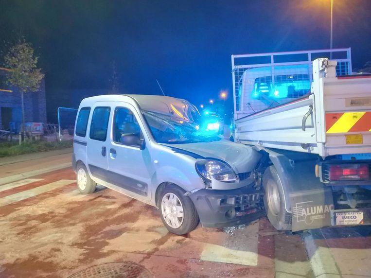 De bestuurder van de wagen zat gekneld.