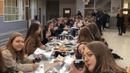 Studenten Sint-Janscollege vieren 100 dagen met rouwtafel