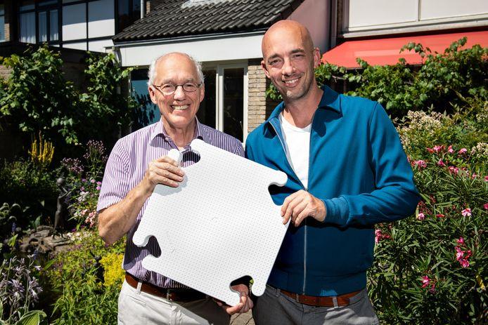 Ton van Ulden en zoon Arjen van Sustainable Durable Systeems. Hebben meerdere innovatieprijzen gewonnen met roofclix: witte isolerende platen voor platte daken.