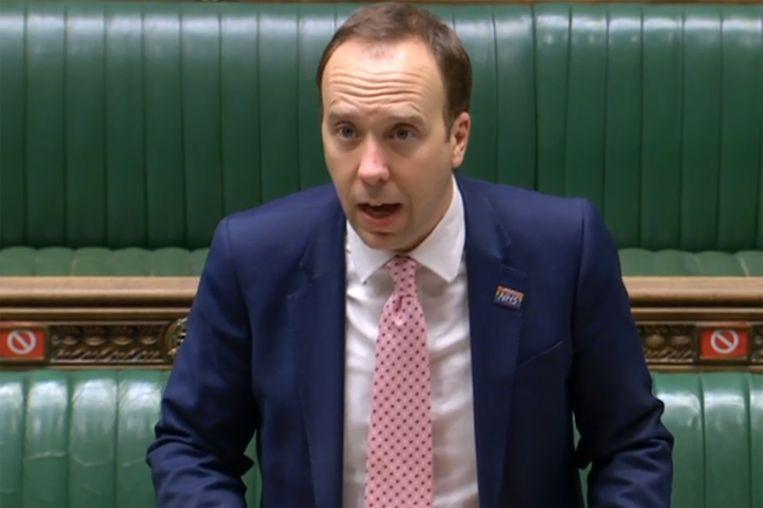 Volgens minister Matt Hancock valt nu driekwart van de Engelse bevolking onder de strengste maatregelen. Beeld AFP