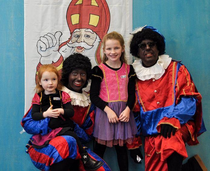 Chloë en Rachel zijn niet bang voor Zwarte Pieten.