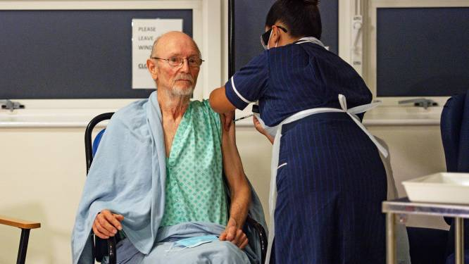 William Shakespeare (81), eerste man die Pfizer-vaccin kreeg, overleden