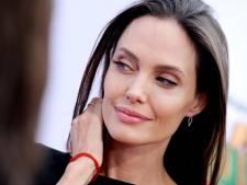 Vader Angelina Jolie: Ze houdt zich sterk