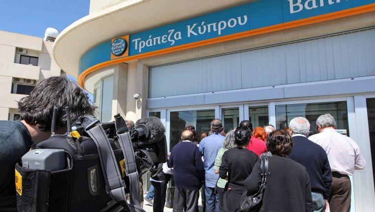 Een rij bij de Bank of Cyprus in Nicosia Beeld ANP