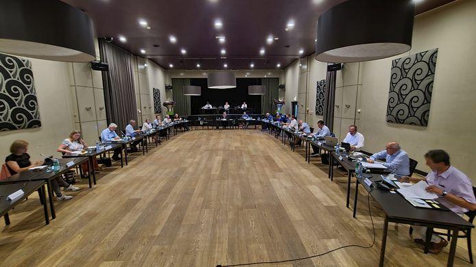 De gemeenteraad kwam voor het eerst sinds 17 september vorig jaar weer fysiek bij elkaar.