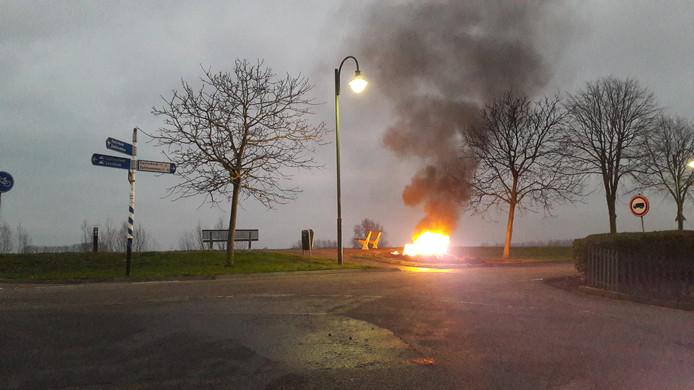 Een brandje aan de dijk in Brakel.