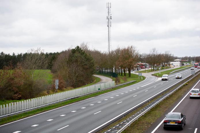 Het gebied aan de A2 waar de vier tot zes windmolens zouden moeten komen.