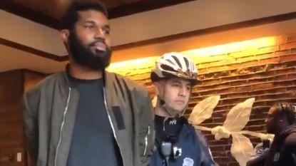 """Twee zwarte mannen opgepakt in Starbucks, CEO door het stof: """"Ze zaten gewoon te wachten"""""""