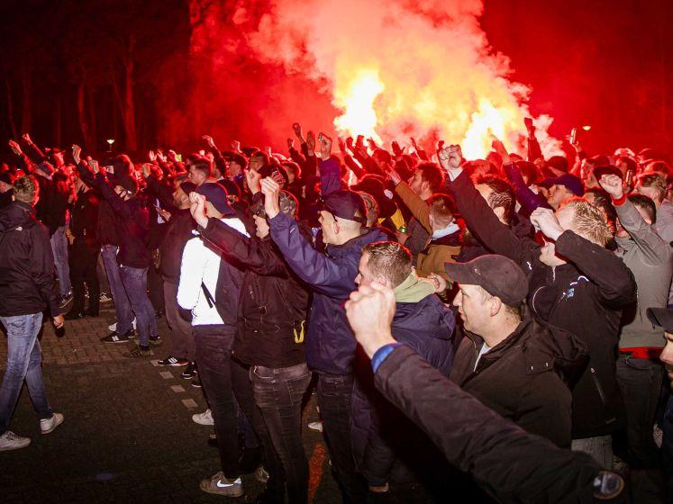 Supporters onthalen teleurgestelde spelers De Graafschap