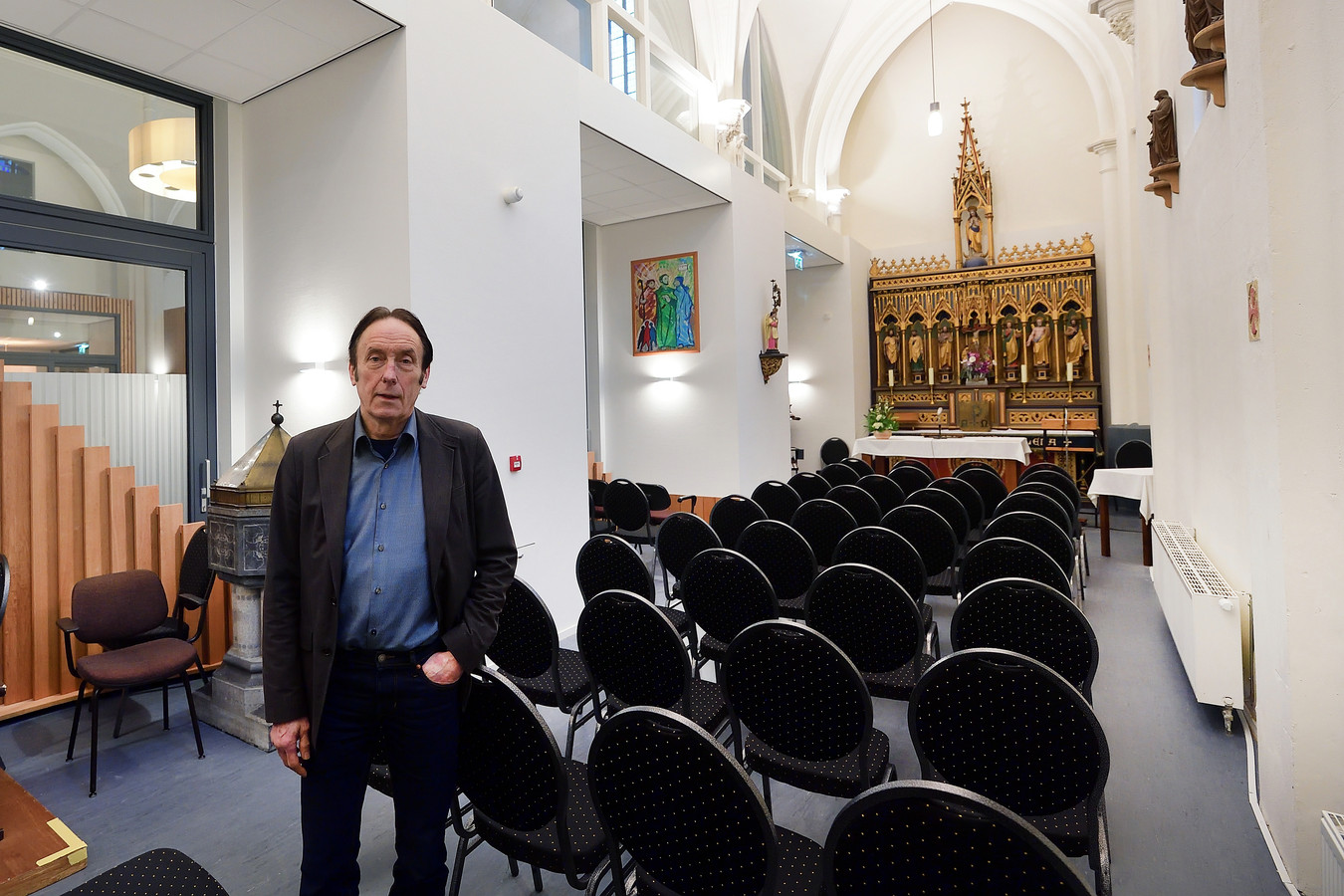 Heemschut-adviseur Tom van Eekelen in het kapelleke van de Gertudis van Nijvelkerk in Heerle dat werd omgebouwd tot wijkcentrum. In de kapel kunnen nog diensten gehouden worden en dat is voor veel mensen belangrijk, volgens Erfgoedvereniging Heemschut.
