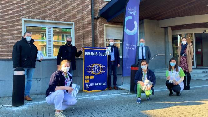 Kiwanis Aalter schenkt popjes aan jonge patiënten AZ Sint-Vincentius