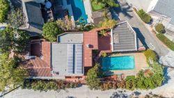 BINNENKIJKEN. Leonardo DiCaprio verkoopt villa die hij kocht met zijn loon van 'Titanic'
