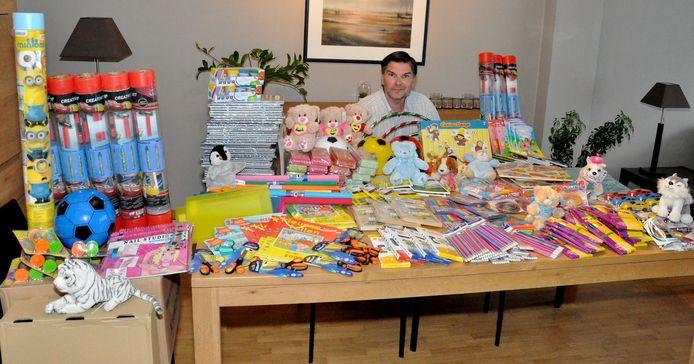 Filip Vanden Berghe kocht een heleboel materiaal voor de getroffen scholen in Wallonië.